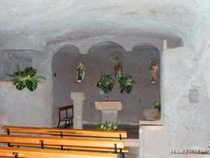 Kaplica wykuta w skale